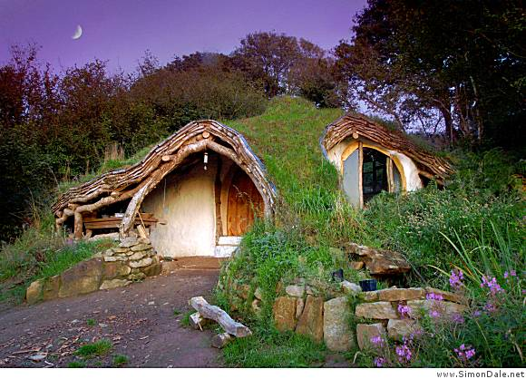 Share and Enjoy: DIY Hobbit house in Wales